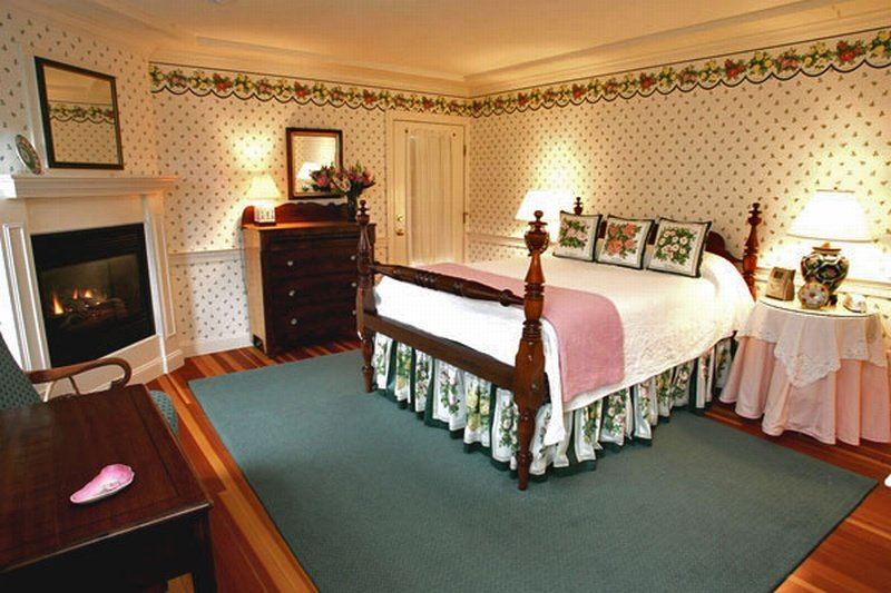 CarriageHouse1-bed
