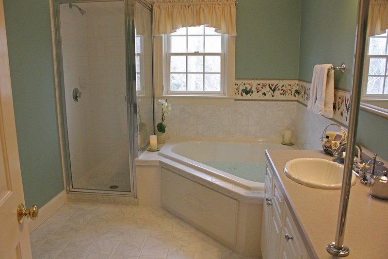CarriageHouse6-Bathroom