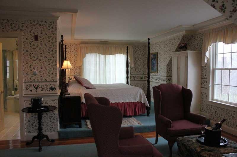 CarriageHouse6-Main-Room